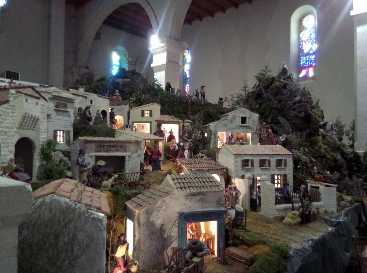 DÉCEMBRE 2020 : L'église de Banon sans sa crèche !